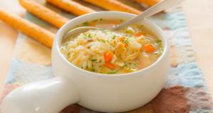 Легкий нежирный суп с рисом не оставит ощущения тяжести