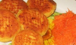 Для разнообразия рациона попробуйте сырники с морковкой