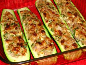 На обед можно быстро приготовить фаршированные кабачки