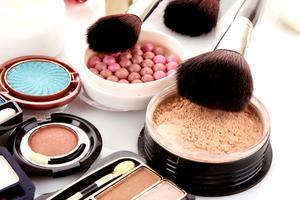 Пудра нужна для закрепления макияжа