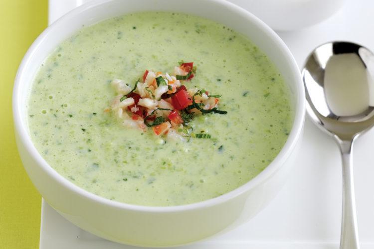 Как приготовить кефирный суп с креветками и огурцами?